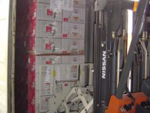 Laden in einen LKW mit Ziehpaletten